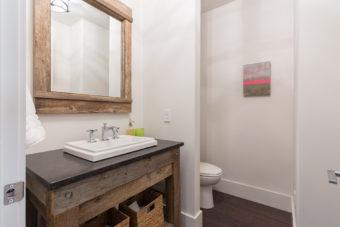 Custom Home Celmson Stoneyfishlodge Bathroom1