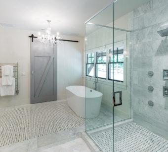 Custom Home Celmson Stoneyfishlodge Bathroom2