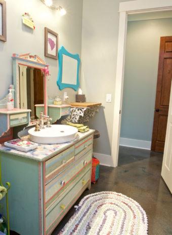 Custom Home Clemson Briargate Kidsbathroom2