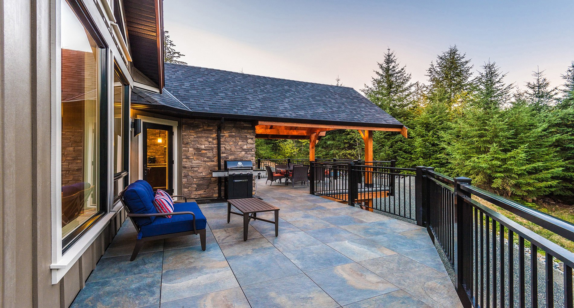 outdoor living deck in nanaimo