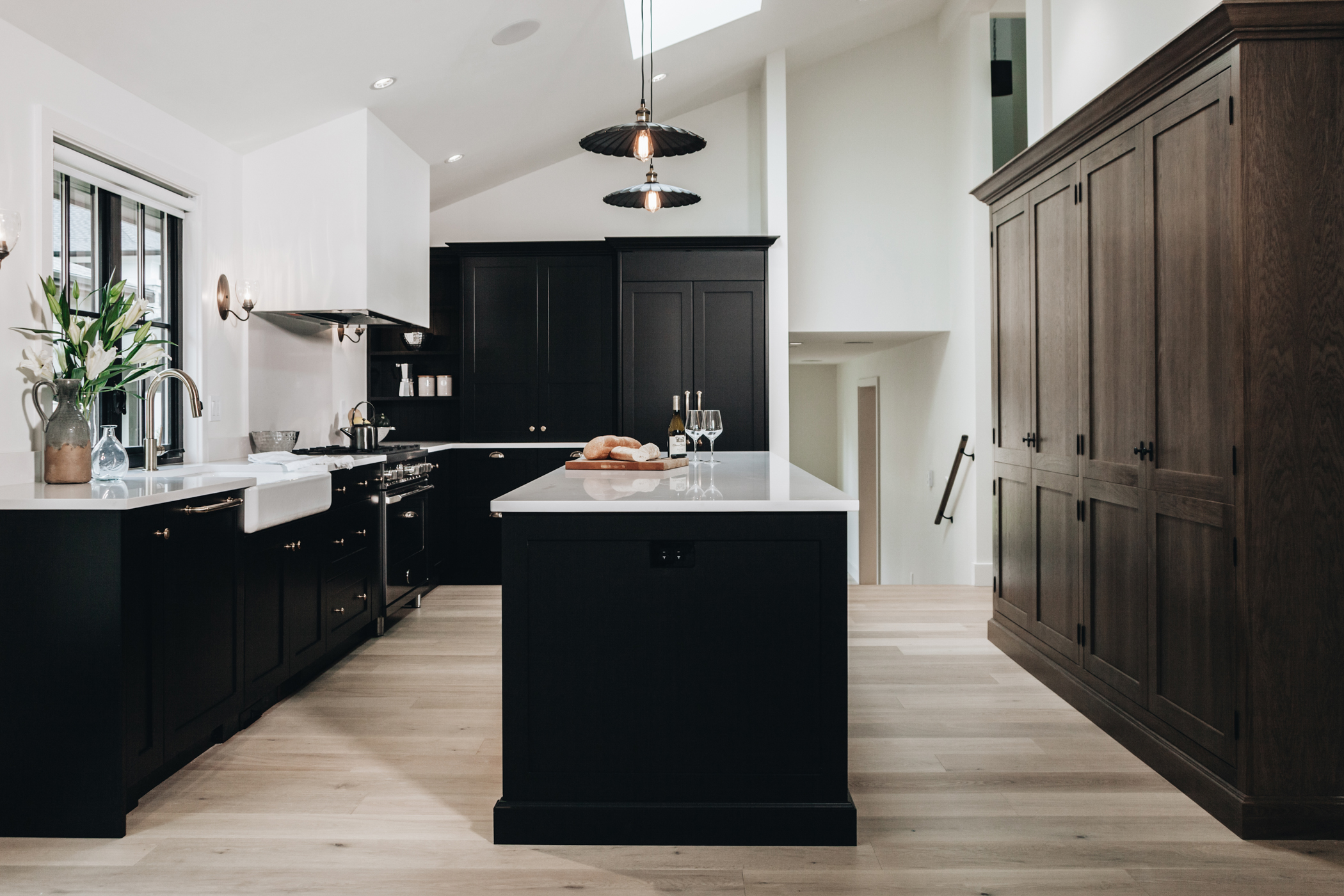 dark kitchen design