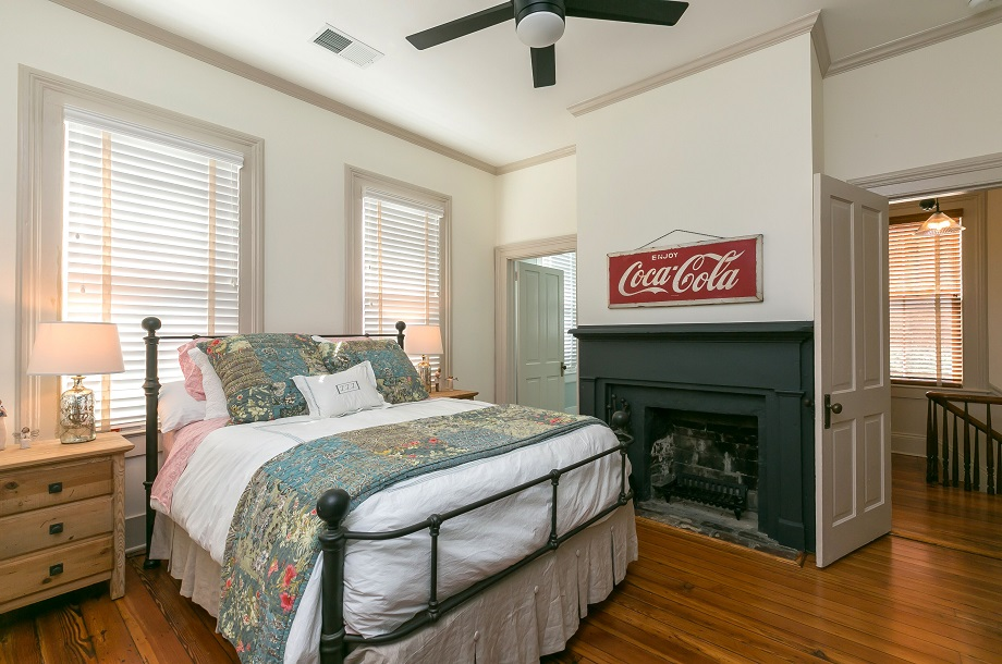 historic-home-bedroom