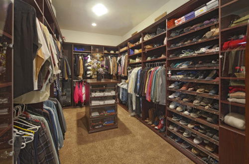 Pros and Cons of a Walk-In Closet