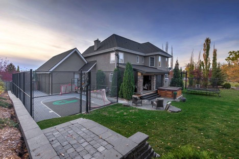 edmonton-backyard-court
