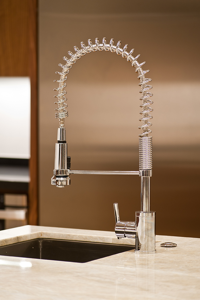 close up sink with extendable hose